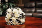White wedding bouquet of roses — Foto de Stock
