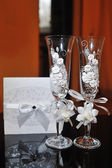 Two wedding glasses with white flowers — Foto de Stock
