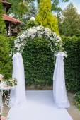 Wedding arch in green style — Stock Photo