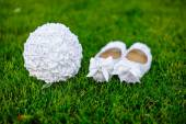 White shoes bride wedding bouquet on the grass — Stock Photo