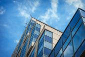 Beautiful modern high rise building against the sky — Stock Photo