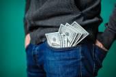 Dolarové bankovky, které trčí z kapsy muže — Stock fotografie