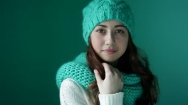 Beautiful young woman in a knitted hat posing — Stock Video