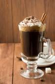 Taza de café sobre fondo de madera — Foto de Stock