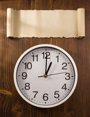 Wall clock with blank paper — Stockfoto