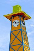 Dřevěná věž s hodinami — Stock fotografie