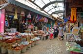 :People shopping at acre old market — Stock Photo