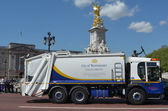 City of Westminster Garbage truck outside Buckingham Palace, Lon — Stock Photo