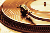 Old fashioned turntable playing a track — Stock Photo