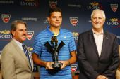 Professional tennis player Milos Raonic during 2014 Emirates Airline US Open Series trophy presentation at Billie Jean King National Tennis Center — Stock fotografie