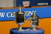 US Open Men and Women singles trophies presented at the 2014 US Open Draw Ceremony — Stock Photo