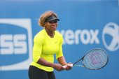 Seventeen times Grand Slam champion Serena Williams practices for US Open 2014 at Billie Jean King National Tennis Center — Stockfoto