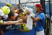 Professional tennis player Jo-Wilfried Tsonga signing autographs after practice for US Open 2014 — Stock Photo