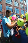 Professional tennis player Marin Cilici signing autographs after practice for US Open 2014 — Stock Photo