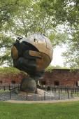 World Trade Center Sphere damaged at September 11 in Battery Park — Stock Photo