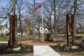 September 11 memorial with columns from World Trade Center site in East Rockway — Stock Photo