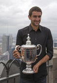 US Open 2014 champion Marin Cilic posing with US Open trophy on the Top of the Rock Observation Deck at Rockefeller Center — Stock Photo
