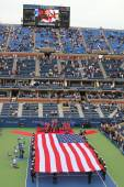 US Marine Corps unfurling American Flag  during the opening ceremony of the US Open 2014 men final — Stock Photo