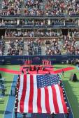 US Marine Corps unfurling American Flag  during the opening ceremony of the US Open 2014 women final — Stock Photo