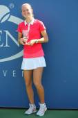 US Open 2014 girls junior champion Marie Bouzkova from Czech Republic during trophy presentation at the Billie Jean King National Tennis Center — Stockfoto