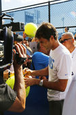 Seventeen times Grand Slam champion Roger Federer signing autographs after practice for US Open 2014 — Stock Photo