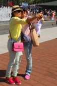 US Open 2014 visitors taking selfie at Billie Jean King Tennis Center — Stock Photo