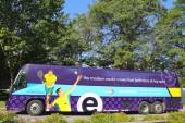 Commuter bus sponsored by Esurance at US Open 2014 near Billie Jean King National Tennis Center — Stock Photo
