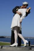 The Unconditional Surrender sculpture by Seward Johnson in the front of USS Midway in San Diego — Stock Photo