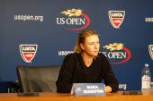Five times Grand Slam champion Mariya Sharapova during press conference before  US Open 2014 — Foto de Stock