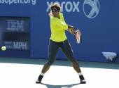 Seventeen times Grand Slam champion Serena Williams practices for US Open 2014 — 图库照片