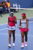 Grand Slam champions Serena Williams and Venus Williams during quarterfinal doubles match at US Open 2014 — Foto Stock
