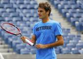 Seventeen times Grand Slam champion Roger Federer practices for US Open 2014 — Foto Stock