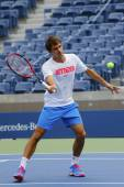 Seventeen times Grand Slam champion Roger Federer practices for US Open 2014 — Stok fotoğraf