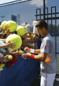 Six times Grand Slam champion Novak Djokovic signing autographs after practice for US Open 2014 — Stock Photo