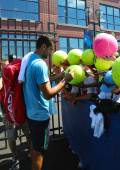 Professional tennis player Marin Cilic signing autographs after practice for US Open 2014 — Stock Photo