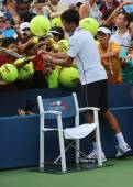 Six times Grand Slam champion Novak Djokovic signing autographs after US Open 2014 match — Stock Photo