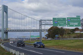 Belt Parkway near Verrazano Bridge in Brooklyn — Stock Photo