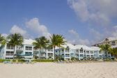 Luxury condominium located on the Seven Miles Beach at Grand Cayman — 图库照片