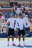 US Open 2014 men doubles champions Bob and Mike Bryan during trophy presentation at Billie Jean King National Tennis Center — Stok fotoğraf