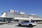 Port Authority Police New York New Jersey providing security for Royal Caribbean Cruise Ship Quantum of the Seas — Stock Photo