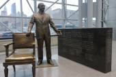 Jacob Javits statue inside of Javits Convention Center — Stock Photo