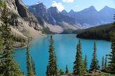 The beautiful Moraine Lake at Banff National Park — Zdjęcie stockowe