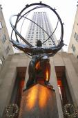 Atlas statue by Lee Lawrie in front of Rockefeller Center in midtown Manhattan — Stock Photo