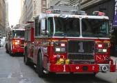 FDNY Engine 1 in midtown Manhattan — Stock Photo
