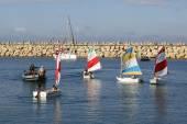 Sailing school participants ride sailboats in Herzliya Marina — Stock Photo