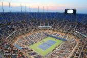 Arthur Ashe Stadium durante il fiammifero di notte noi Open 2014 a Billie Jean King National Tennis Center — Foto Stock