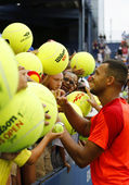 Professional tennis player Jo-Wilfried Tsonga signing autographs after US Open 2014 match — Stock Photo
