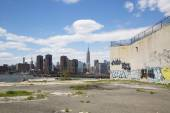 Graffiti at abandoned building in Greenpoint, Brooklyn — Stock Photo