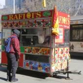 Vozík pouliční prodejce v manhattanu — Stock fotografie