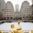 Statue of Prometheus and ice-skating rink at the Lower Plaza of Rockefeller Center — Stock Photo #66861469